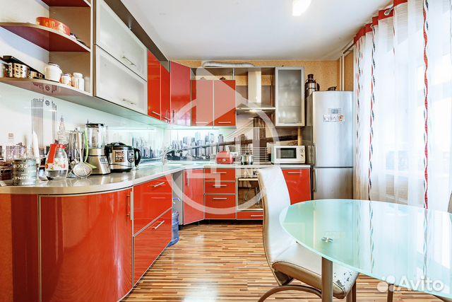 Продается двухкомнатная квартира за 6 270 000 рублей. г Казань, ул Адоратского, д 4А.