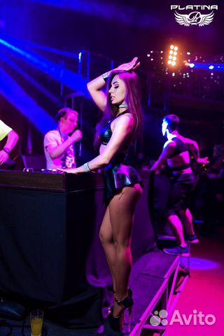 танцовщица в клубе в москве